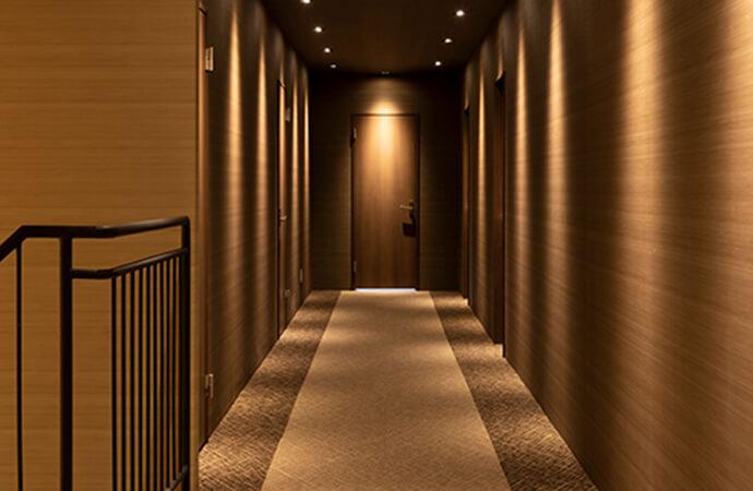ホテルのようなラグジュアリーな廊下